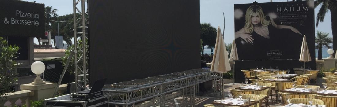 Ecran led géant extérieur au Festival de Cannes