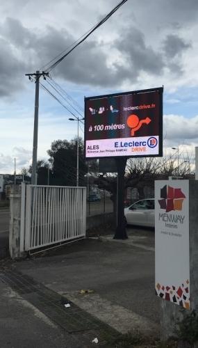 Ecran publicitaire en location LED trè grand format