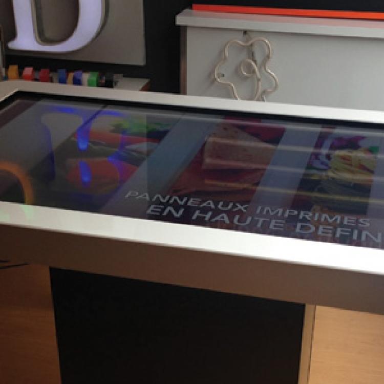 Table écran tactile panneau lumineux hérault